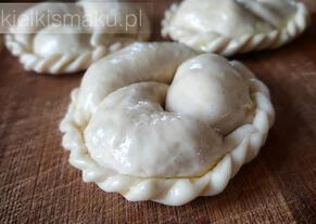 Kibiny z ziemniakami, suszonymi pomidorami i chedarem | kielkismaku.pl