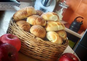 Bułeczki drożdżowe z sezonowymi owocami | kielkismaku.pl