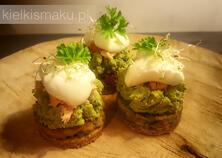 Wytrawne ciasteczka jajeczne z łososiem i chrzanową pianką | kielkismaku.pl