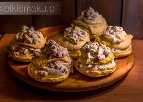 Bezowe ciasteczka z kremem z granatami | kielkismaku.pl