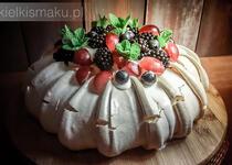 Pavlova - Tort bezowy z bitą śmietaną i owocami | kielkismaku.pl